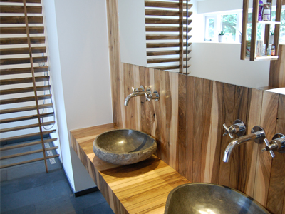 Notenhout badkamer